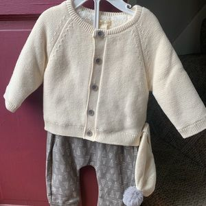 Toddlers Sweater with Hat and Pants